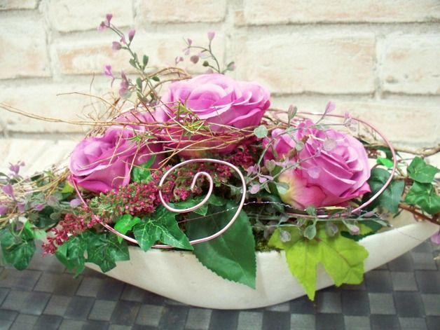 weiteres edles tischgesteck in lila wei rosen natur. Black Bedroom Furniture Sets. Home Design Ideas