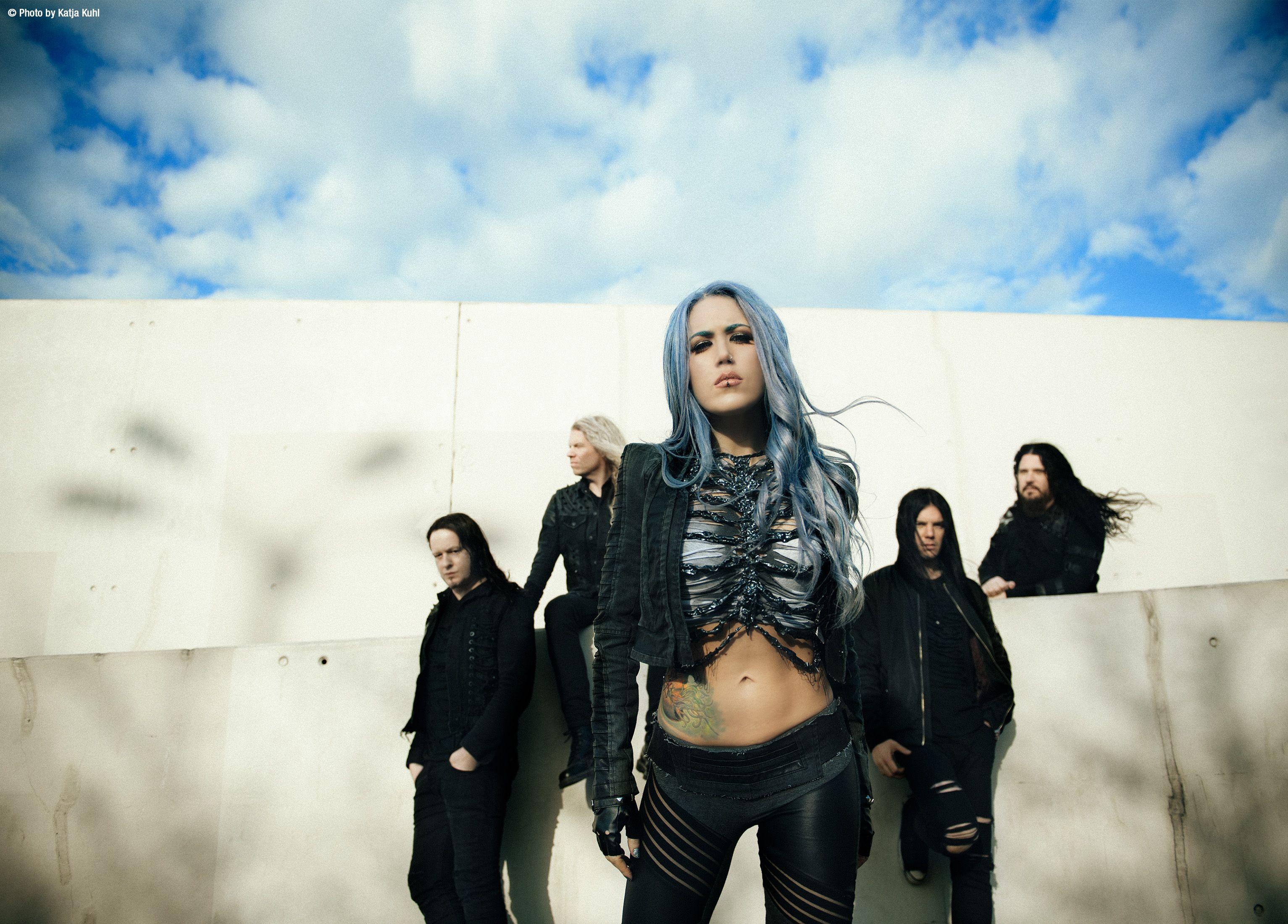 Arch Enemy Com Imagens Cantores Alissa