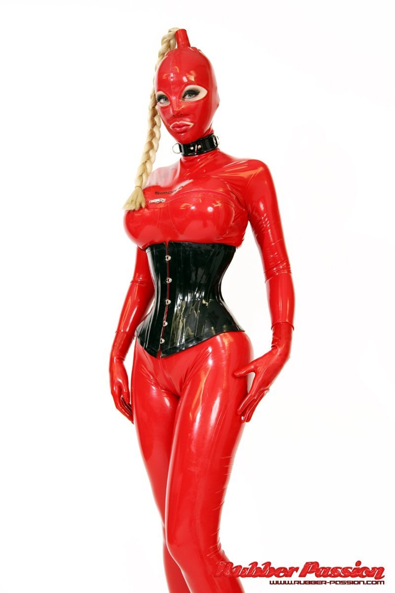 Latex Lucy Nude Photos 39