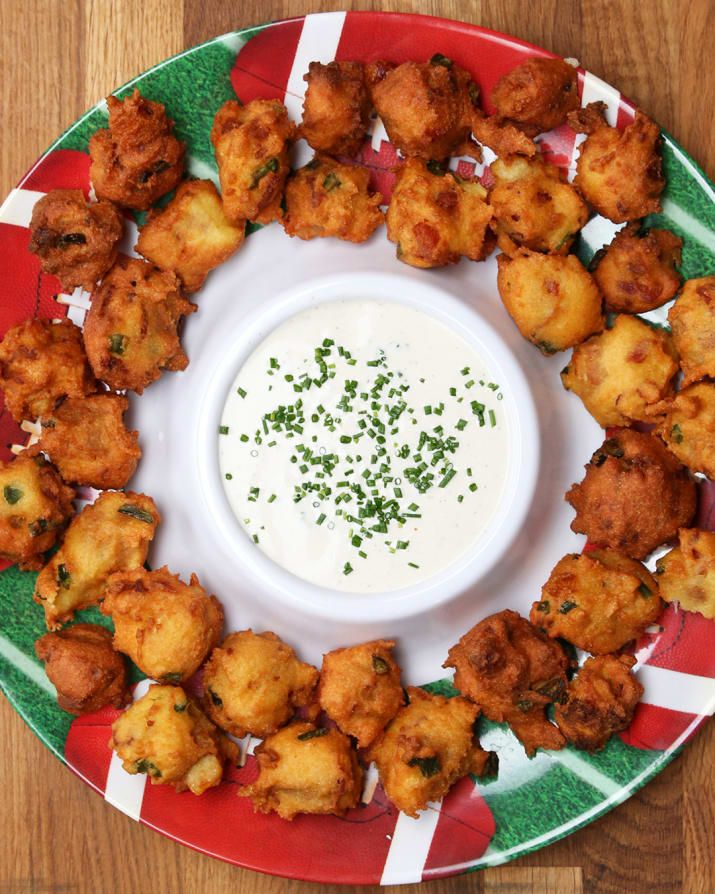 Mozzarella sticks, bacon and jalapeños?! It's all of our favorite things packed into a deliciously crispy hushpuppy! Cheesy Bacon Jalapeño Hushpuppies are perfect for any gathering or afternoon snack. #FarmRich