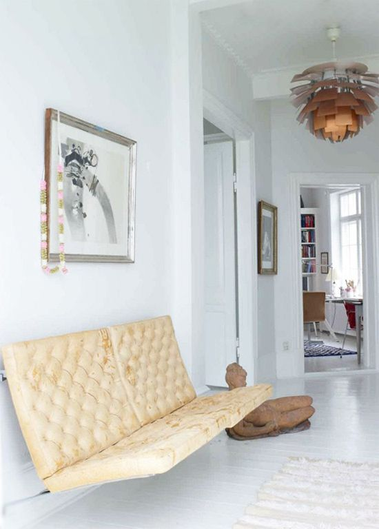White decor with photography framed in white. #Style #Interior