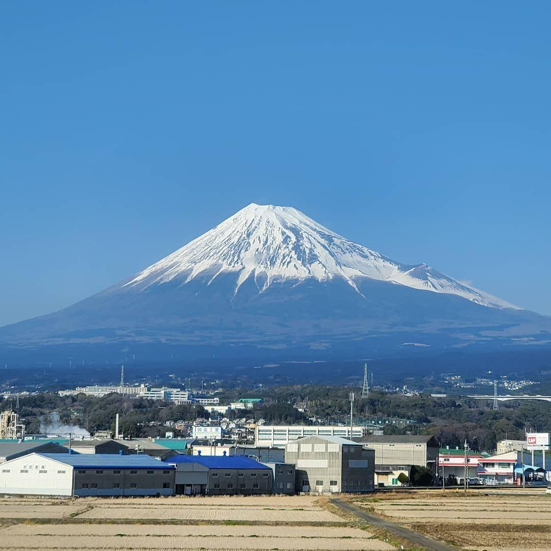 Job done and going back to Tokyo. Today's Mt.Fuji is so beautiful!! #mtfuji  #shinkansen #nagoya #tokyo