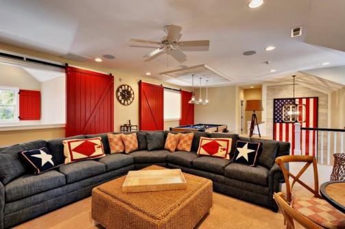 Photo of Ich liebe dieses Familien- / Spielzimmer! Tolle Scheunentore. Riesige Couch! #Erholungsraum # …
