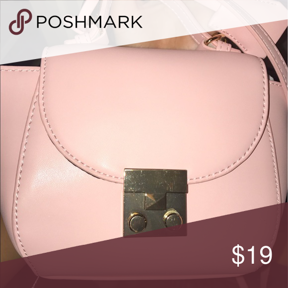 F21 pink purse Brand new, $25 taxed Forever 21 Bags Crossbody Bags