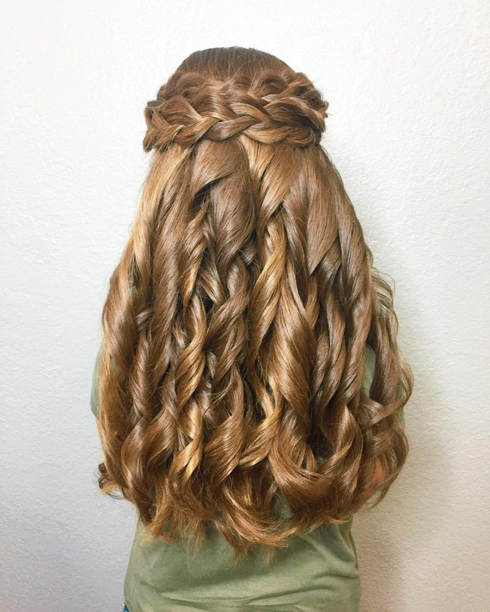 23 Cute Prom Hairstyles For 2020 Updos Braids Half Ups Down Dos Cute Prom Hairstyles Braided Prom Hair Long Hair Styles