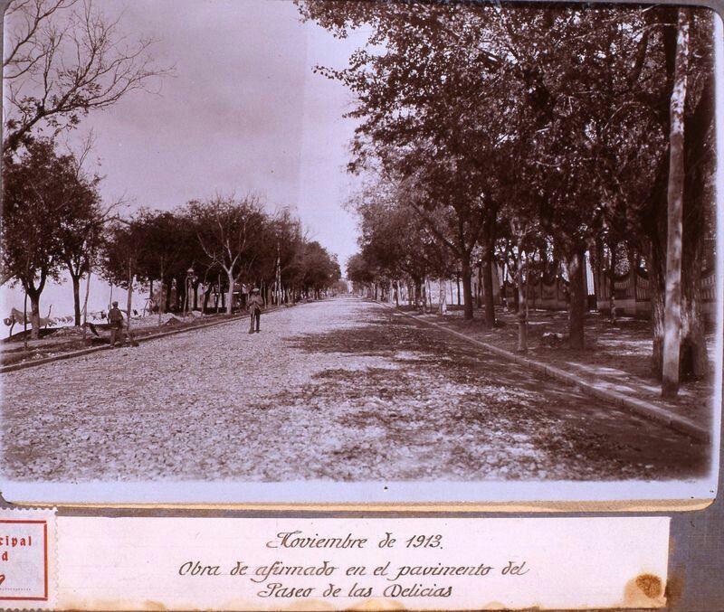 Paseo de Delicias. Madrid, noviembre de 1913. Obra de afirmado del pavimento. En agosto de 1913 el Paseo había sido pavimentado.