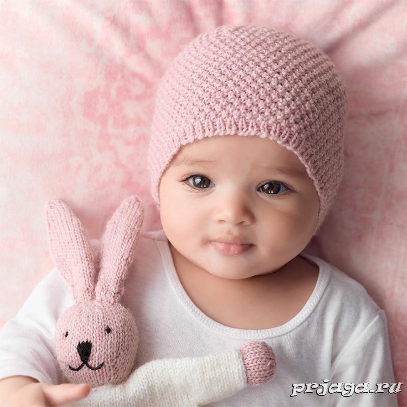 вязаная шапочка для новорожденного спицами двойным жемчужным узором