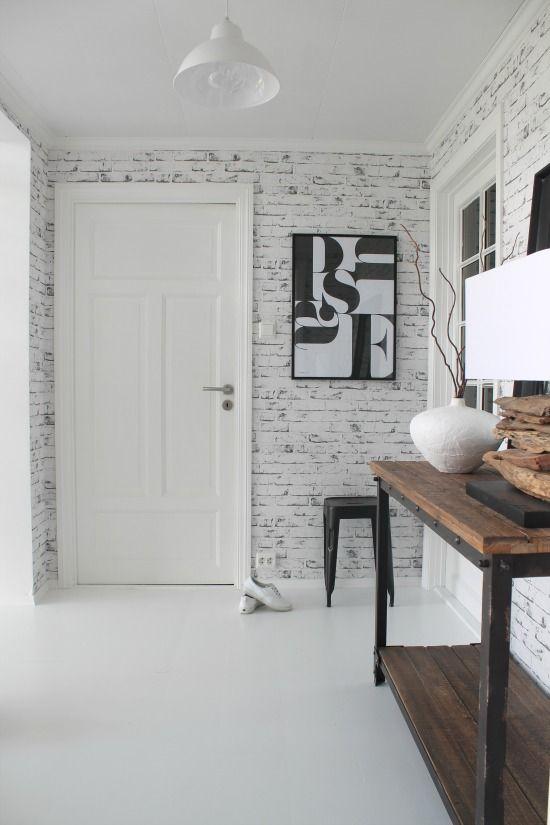 Como decorar tu recibidor con papel de ladrillos blanco - Decoracion de papel para paredes ...