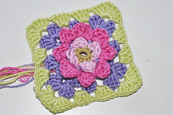 Granny Square mit Blüte