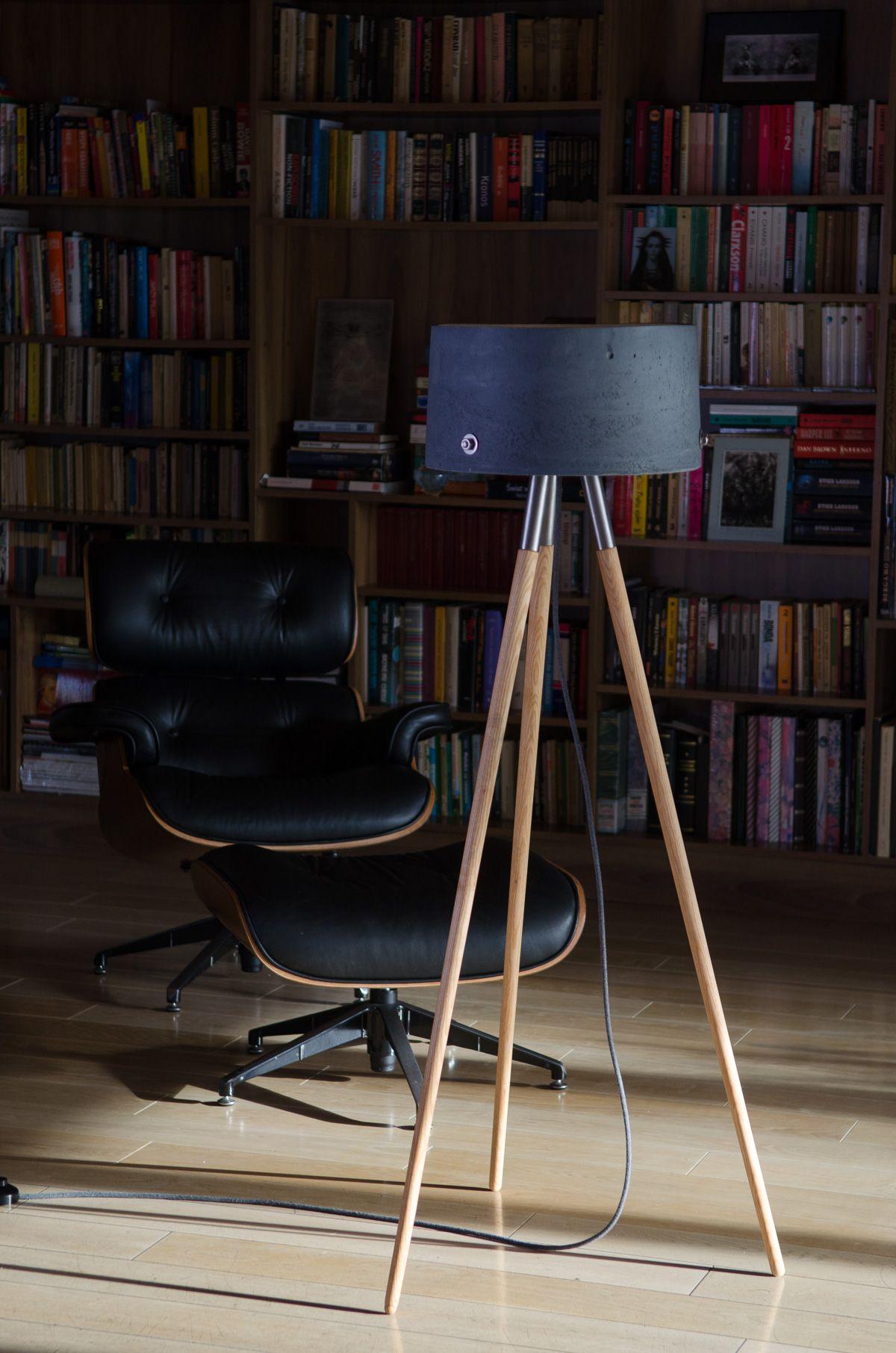 Hochwertige Stehlampe aus Beton und Holz. | Stehlampe, Lampe