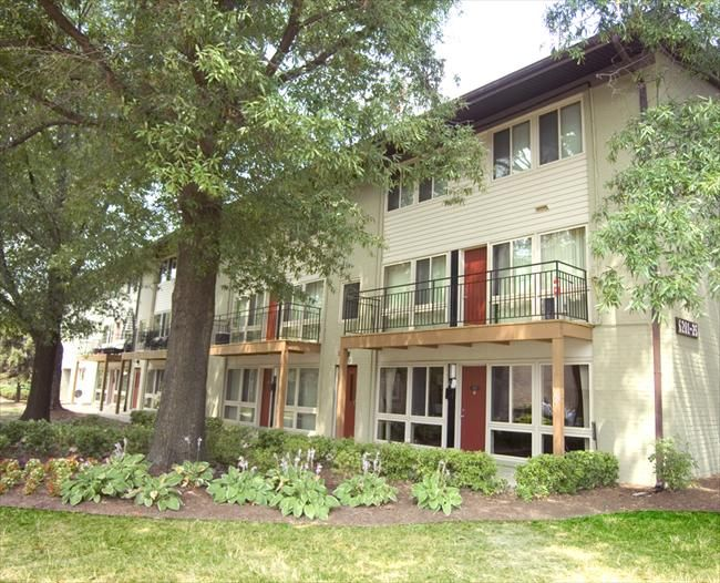 The Courts Of Camp Springs Offers 1 2 And 3 Bedroom Flat And Townhouse Style Apartments Affordable Apartments Apartment House Styles