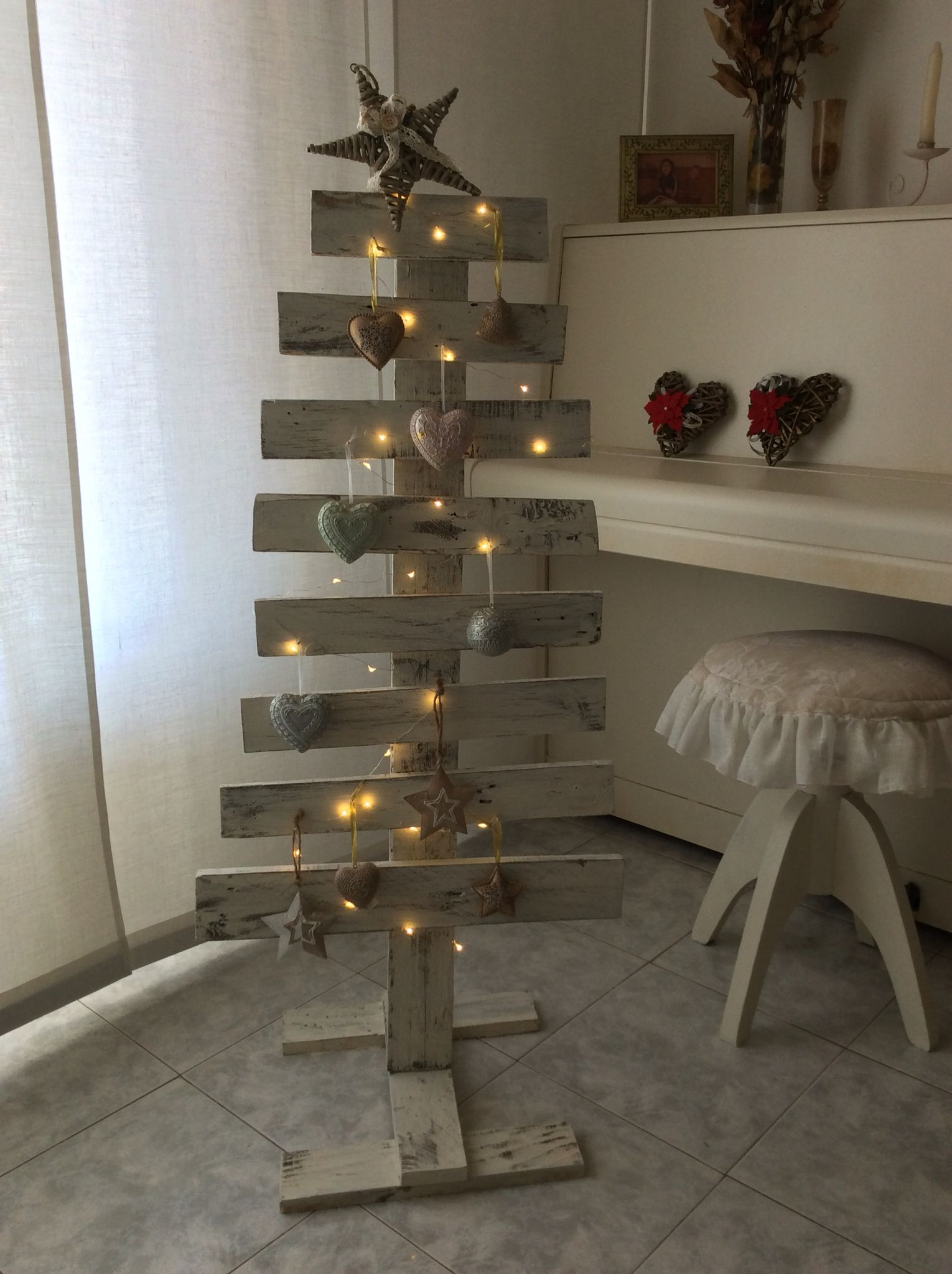 Albero Di Natale Legno Fai Da Te.Albero Di Natale Fatto Con Pallet In Legno Idee Fai Da Te Per
