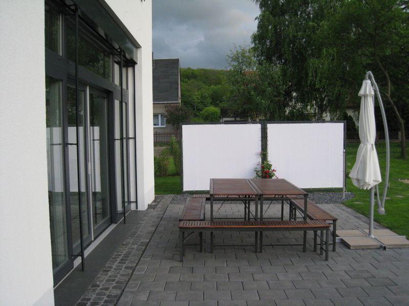 Praktische Sichtschutz und Windschutzwand für den Garten