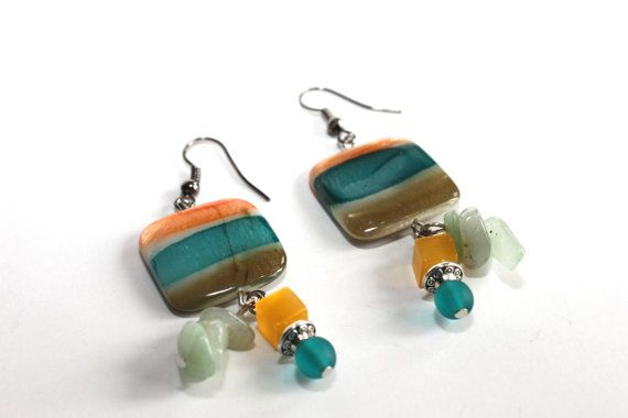 Earrings with beads of pearls painted and stones semi-precious/yellow, green…