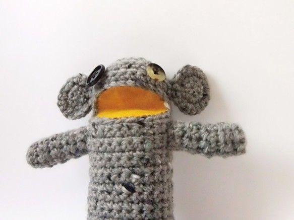 鍵編みで仕上げた人形です。大きな口がポイント。素材: ウール 90% + アルパカ 10%サイズ: 高さ23cm価格は一体のみの値段です。口の色はピンクです。|ハンドメイド、手作り、手仕事品の通販・販売・購入ならCreema。