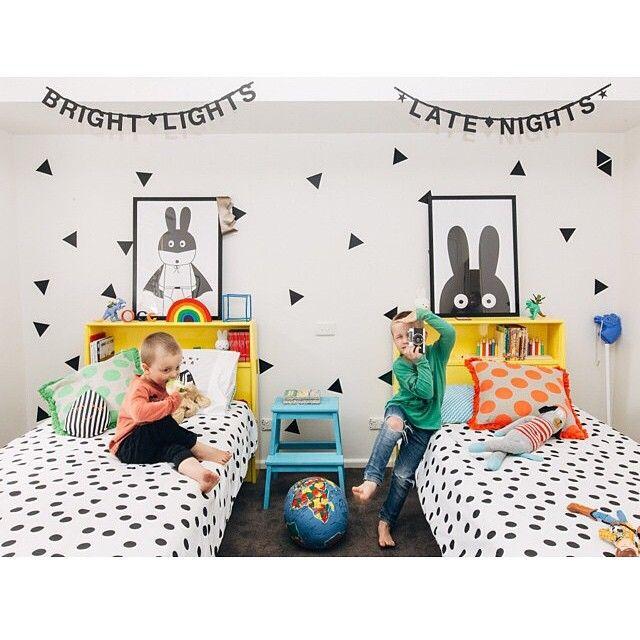 Sjekk ut det utrolig kule gutterommet til @hailsandshine 👏👏 Du finner wordbanners og Miniwilla posters hos oss. Nettopp fått påfyll av superhero, superwoman og mange fler. 💗💗#nordiskehjem #inspo #interior #kidsroom #play #miniwilla #webshop