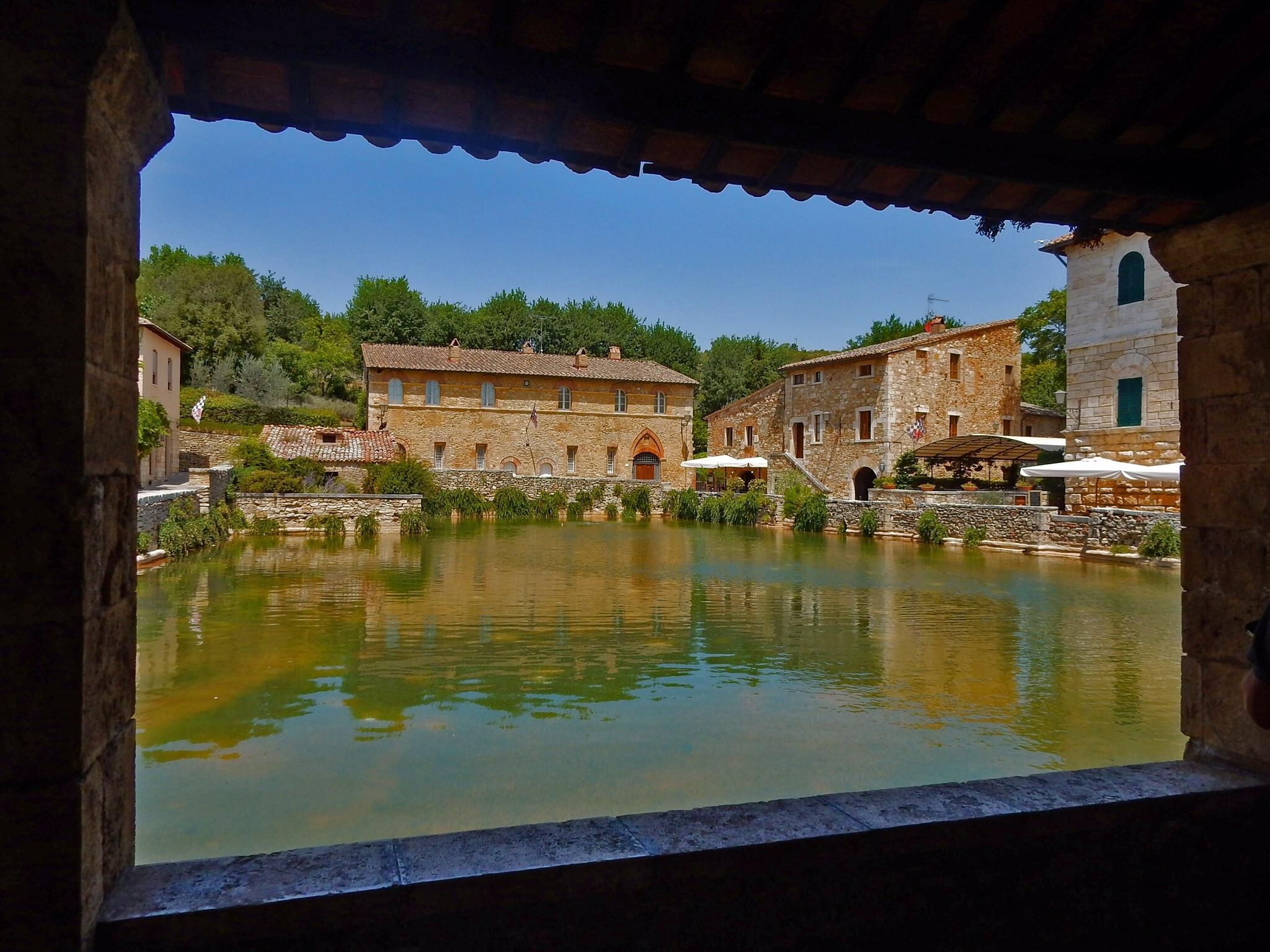 Bagno Vignoni Tuscany Italy The Huge Pool Of Warm Thermal Water