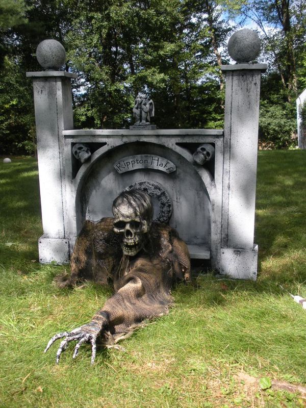 25 Cool And Scary Halloween Decorations Home Design And Interior - zombie halloween decorations