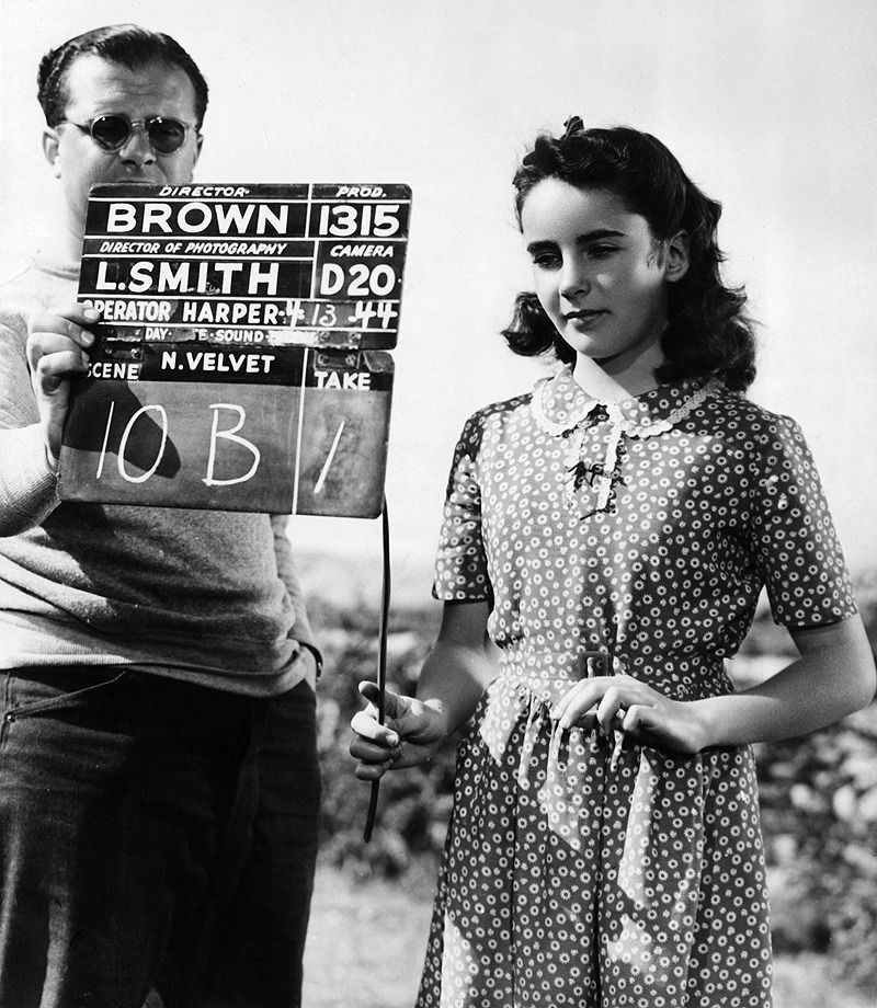 A Young Elizabeth Taylor On The Set Of National Velvet 1944 With Images Young Elizabeth Taylor Elizabeth Taylor Elizabeth Taylor Cleopatra