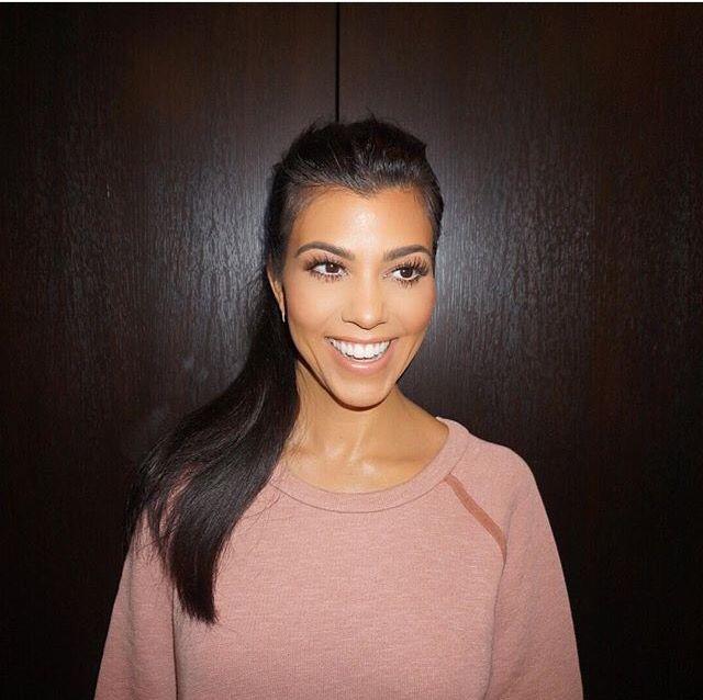 Khloe Kardashian Makes Fun Of Kourtney S Monotone Voice In Tv Clip