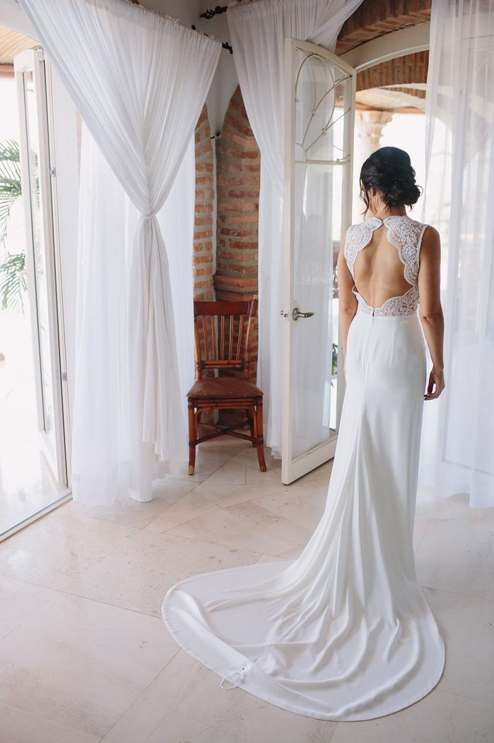 Cut out wedding dress for a destination wedding In Mexico | fabmood.com