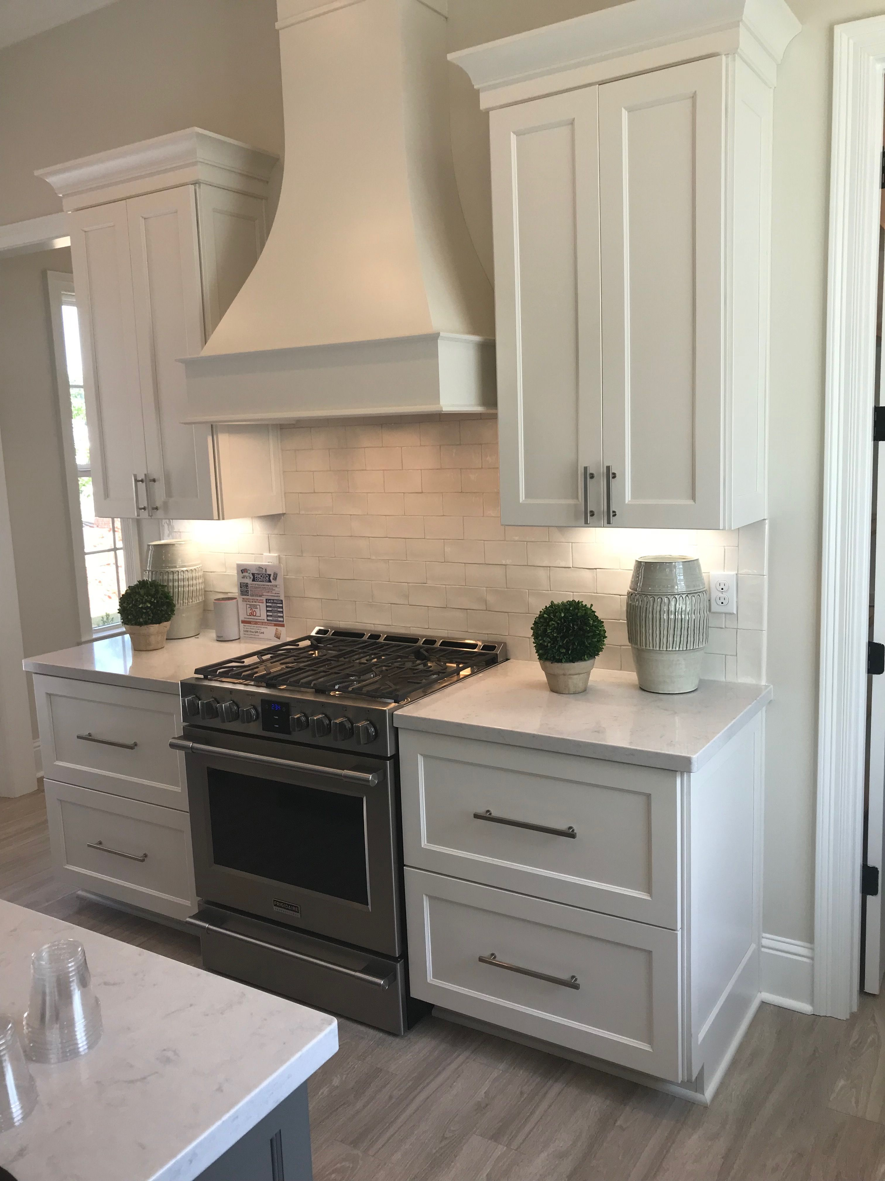 Kitchen Cabinets, Backsplash Range Hood Option #Kitchencabinetsbacksplash