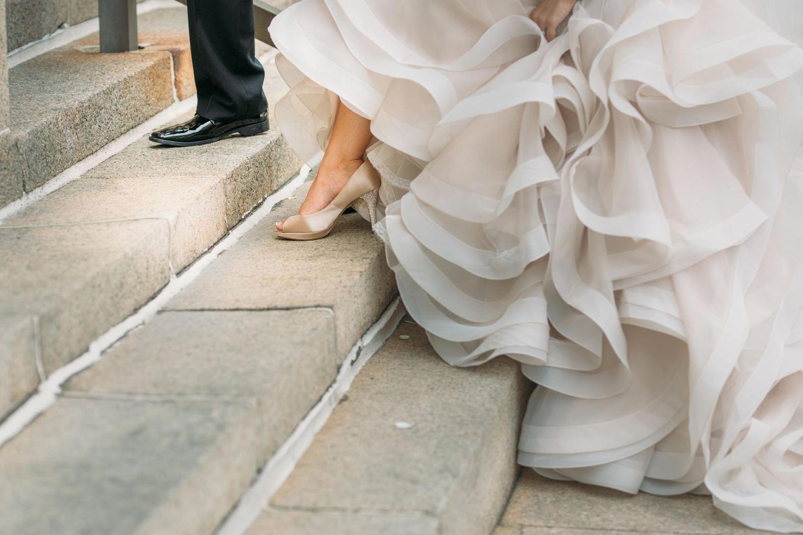 Great gatsby style wedding glittery bride great gatsby wedding