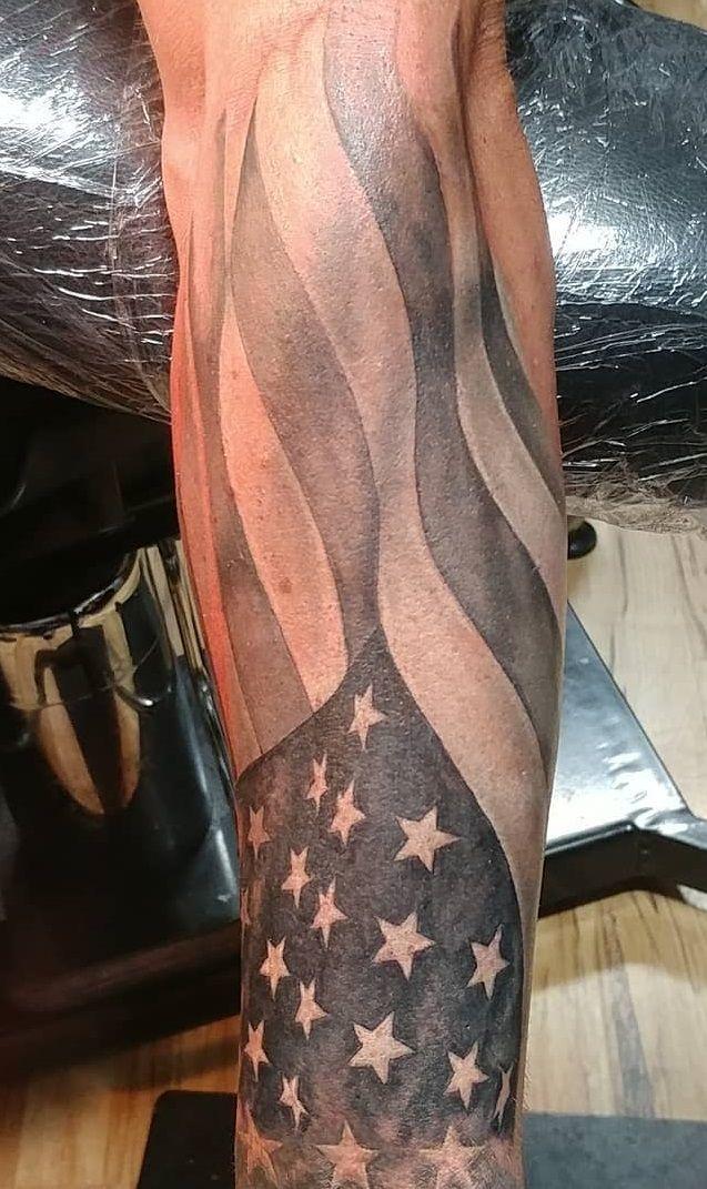 30 Tatuagens Masculinas No Antebraco American Flag Sleeve Tattoo Military Sleeve Tattoo American Flag Tattoo