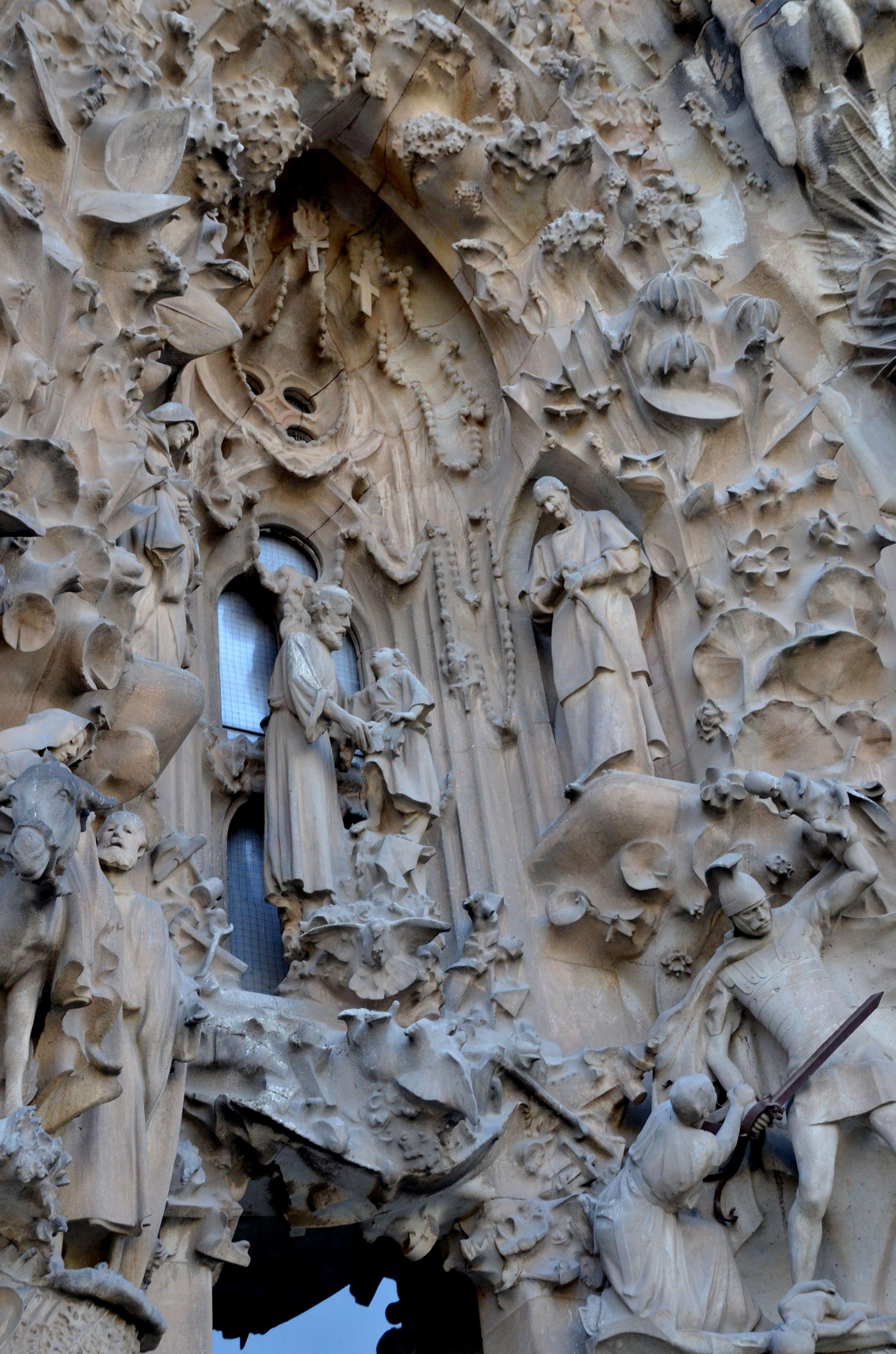 carving on the outside of the sagrada familia