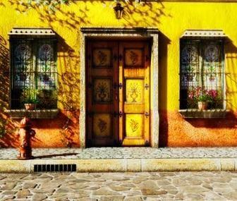 Puertas antiguas rusticas genial en las fachadas de tipo - Casas tipo colonial ...