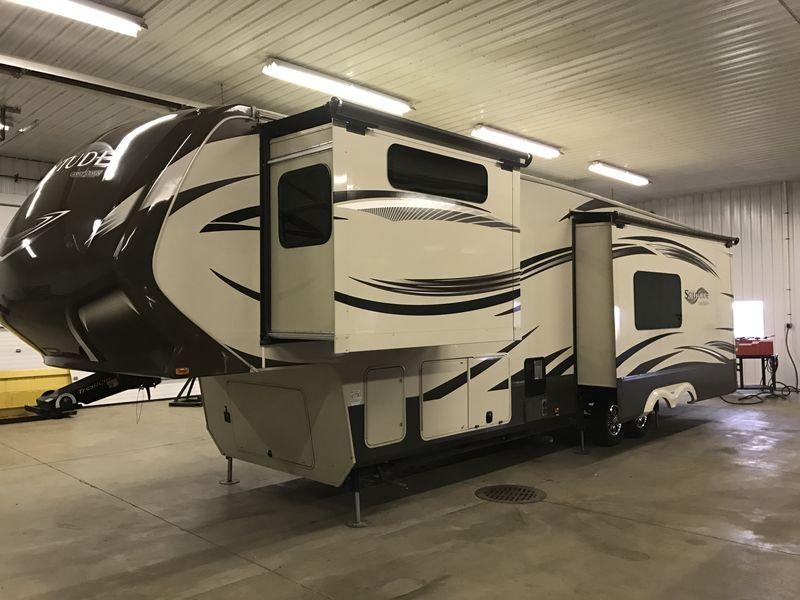 2017 Grand Design Solitude 368rd 5th Wheels Rv For In Hudsonville Michigan
