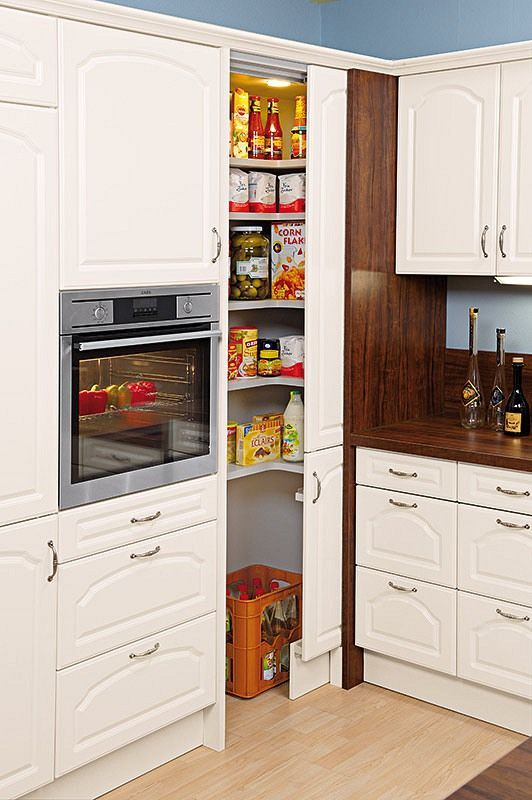 Tall cupboards for the kitchen – flexible storage space