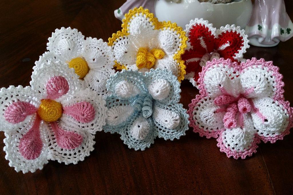 Fiori Ad Uncinetto Per Bomboniera O Segnaposto Crochet Flowers Crochet Crafts Crochet Patterns