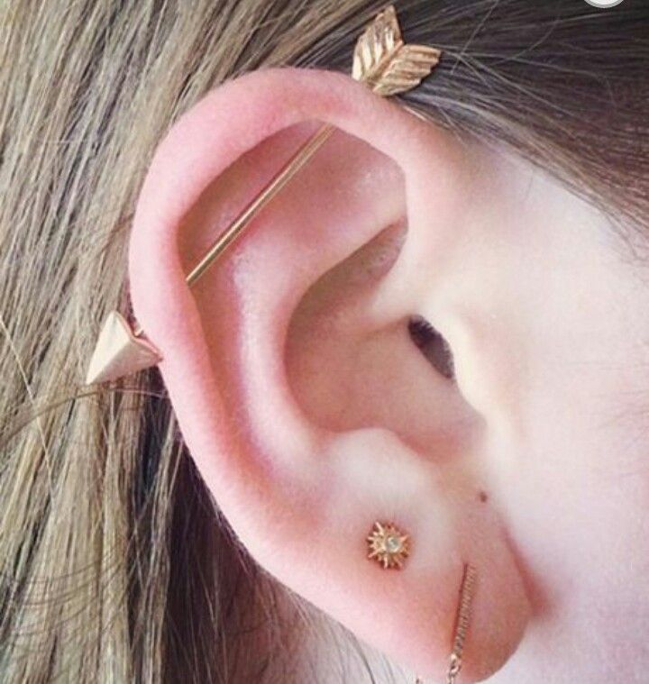 Industrial piercing with gold arrow bar