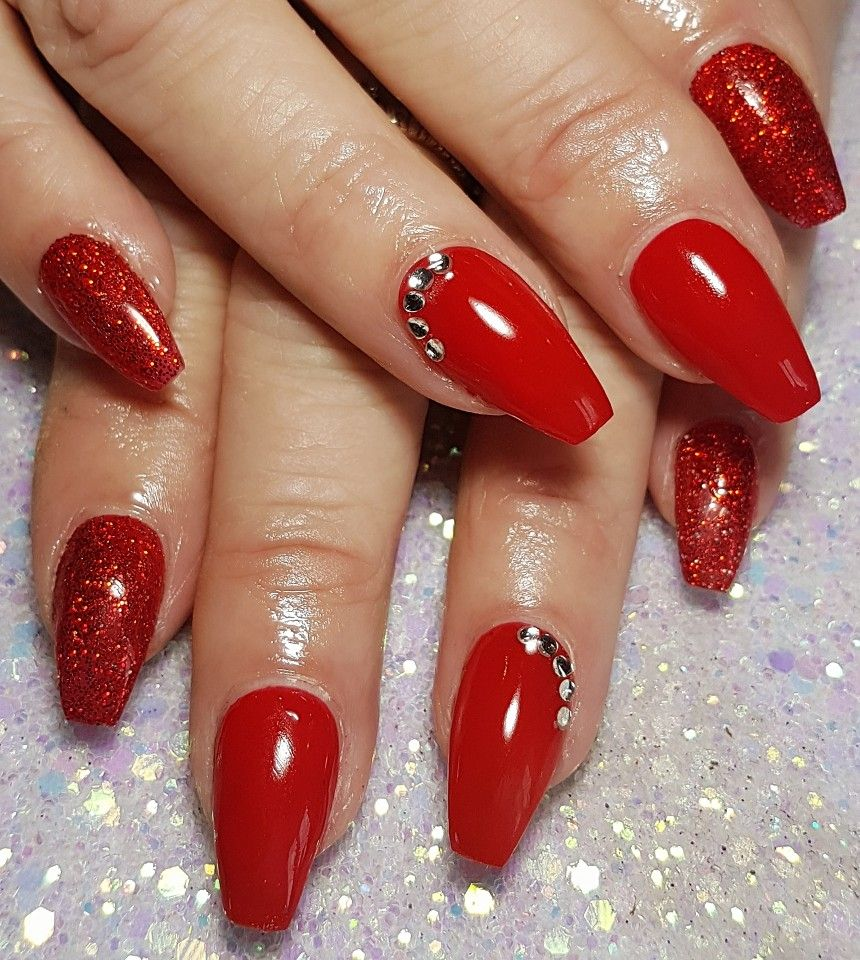 Red Christmas Nails With Glitter And Gems Red Christmas Nails Red Acrylic Nails Christmas Nails