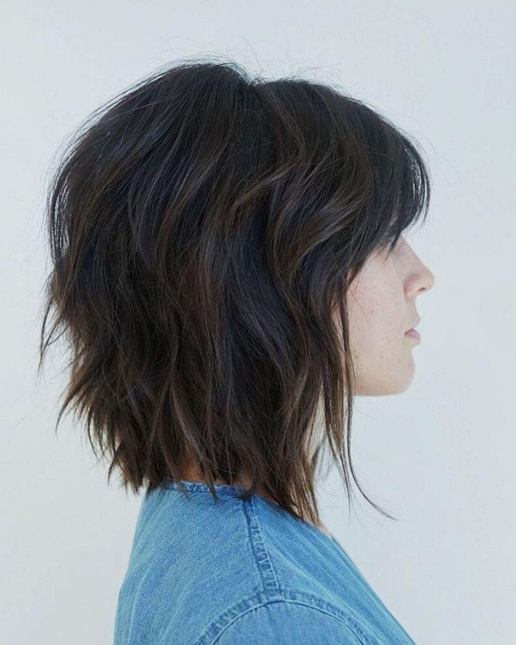 Brunette Short Shag Haircut With Bangs Trends Ideen 2019 In 2020 Shag Frisuren Bob Frisur Frisuren Haarschnitte