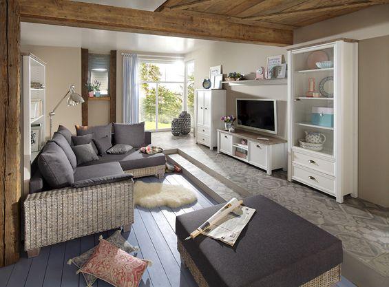 Moderne Wohnwand Im Kombination Mit Einem Schönen Rattansofa ♥