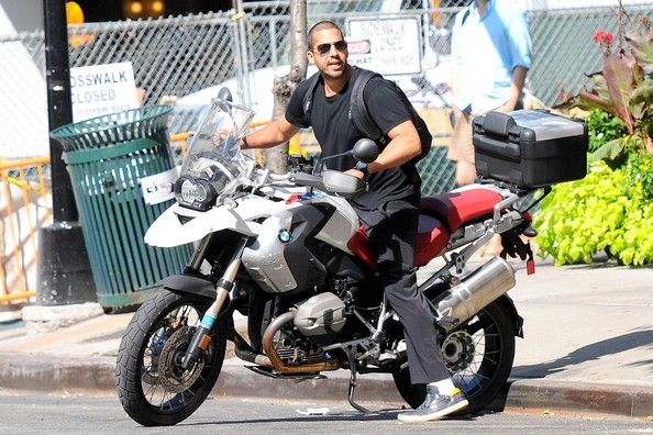 david blaine was spotted leaving an apartment in nyc and hoping