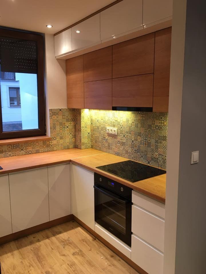 Blat Laminowany To Dab Jasny Fronty Biale Lakierowane Natomiast Fronty W Kolorze Drewna To Dab Windsor Htt Kitchen Design Kitchen Design Small Small Kitchen