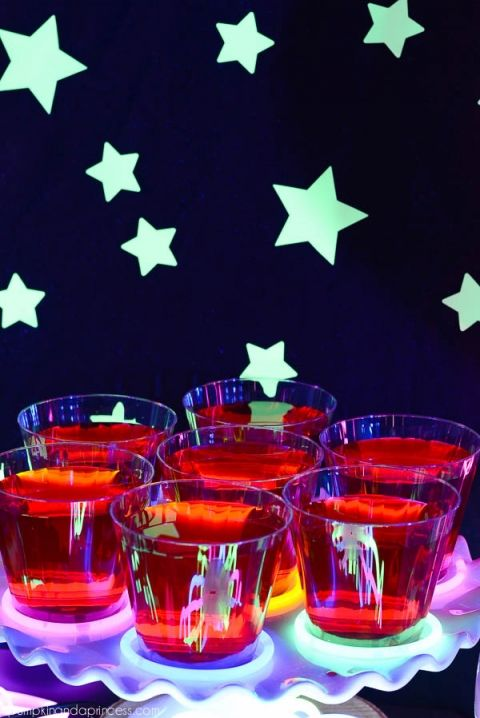 Glow-in-the-dark Party Dark, Neon sweet 16 and 13th birthday parties - sweet 16 halloween party ideas