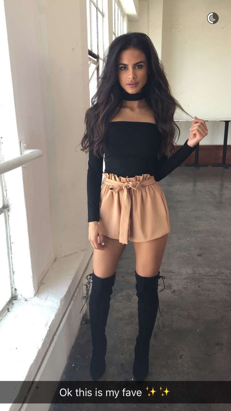 Sophia Miacova, Knee High Boots Outfits, Knee Boots, Nude Shorts, Sexy  Shorts 6028a0d6f39