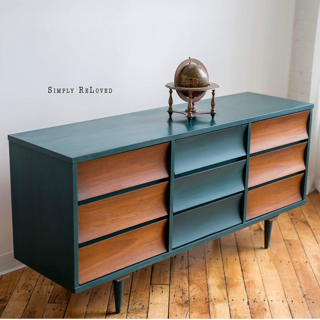 This Piece Was Updated Using Chalk Paint By Annie Sloan To Create A Beautiful Midcentury Modern Look Retro Living Room Furniture Furniture Makeover Furniture