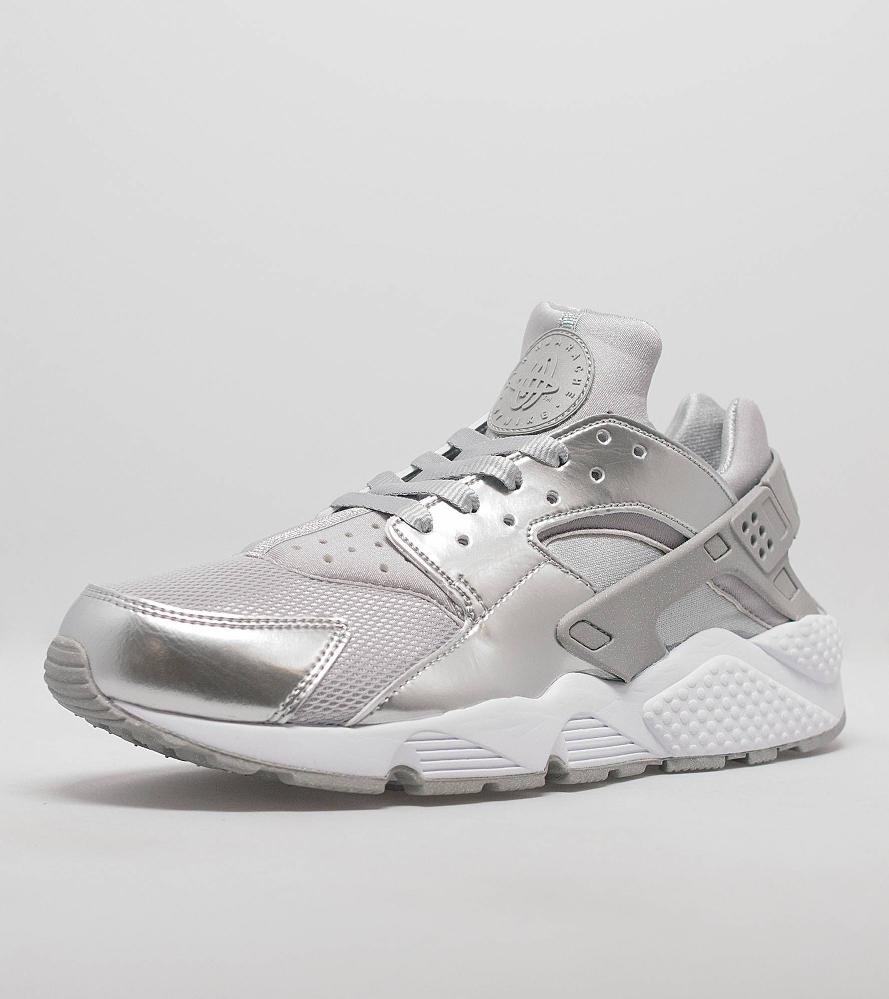 the best attitude 999d1 f7dd7 We offer the latest   greatest mens footwear, shop online for NikeWomen s  Air Huarache LE  Metallic Silver at Size  FREE DELIVERY on orders   Size 7   -----)