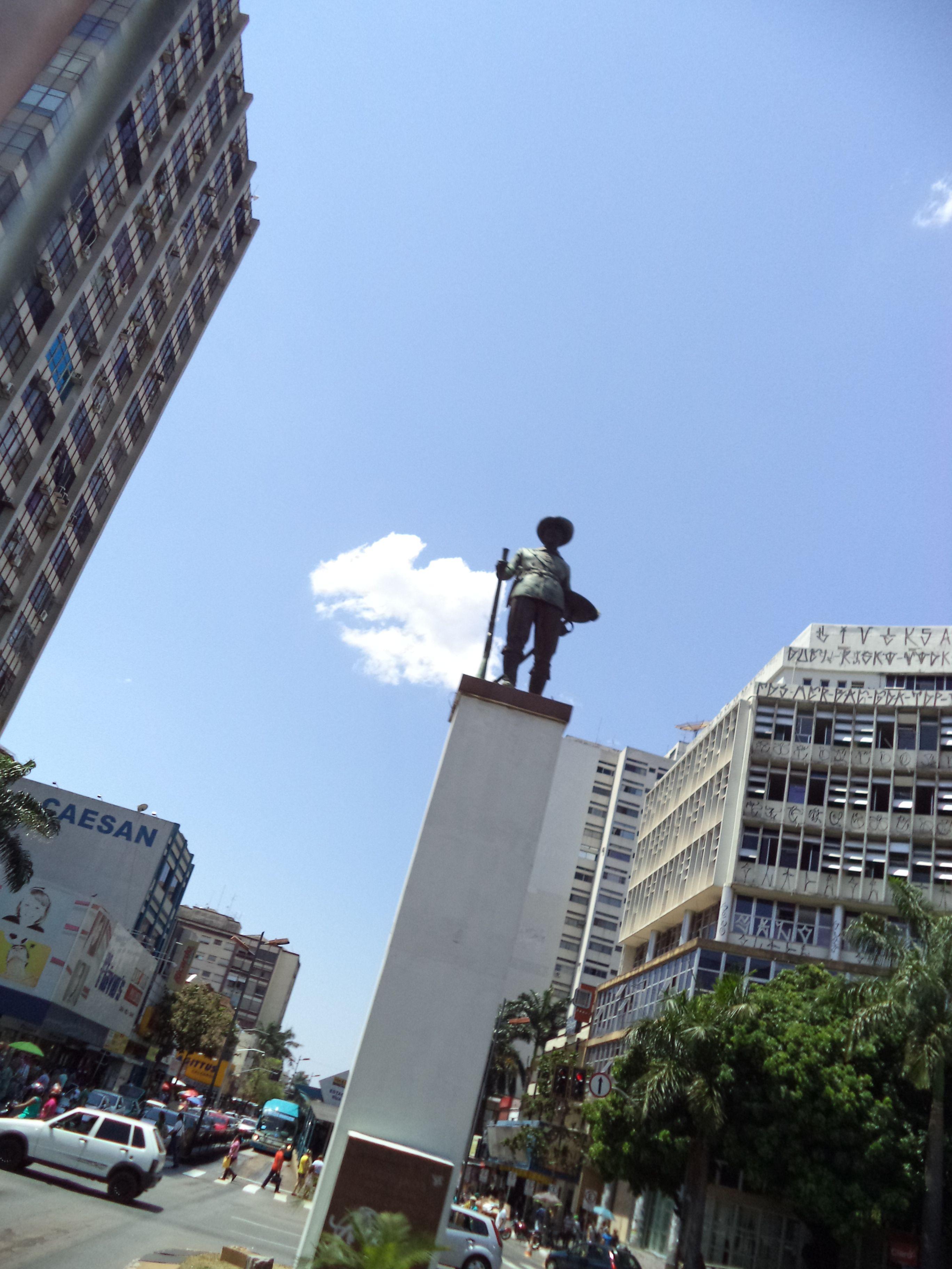 Monumento a Bartolomeu Bueno da Silva. Praça do Bandeirante, cruzamento da Avenida Anhangüera com a Avenida Goiás. Centro, Goiânia.