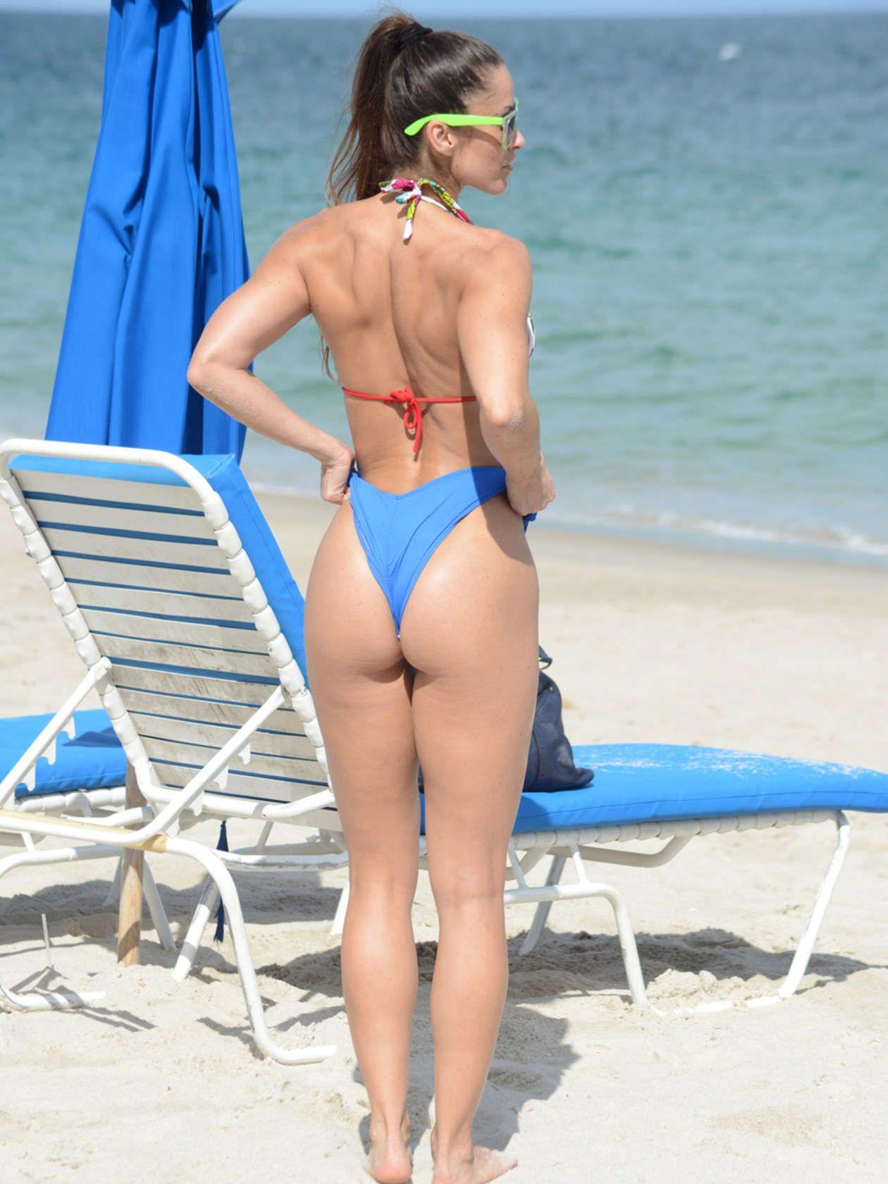 Anais Zanotti Hot pin on hot legs