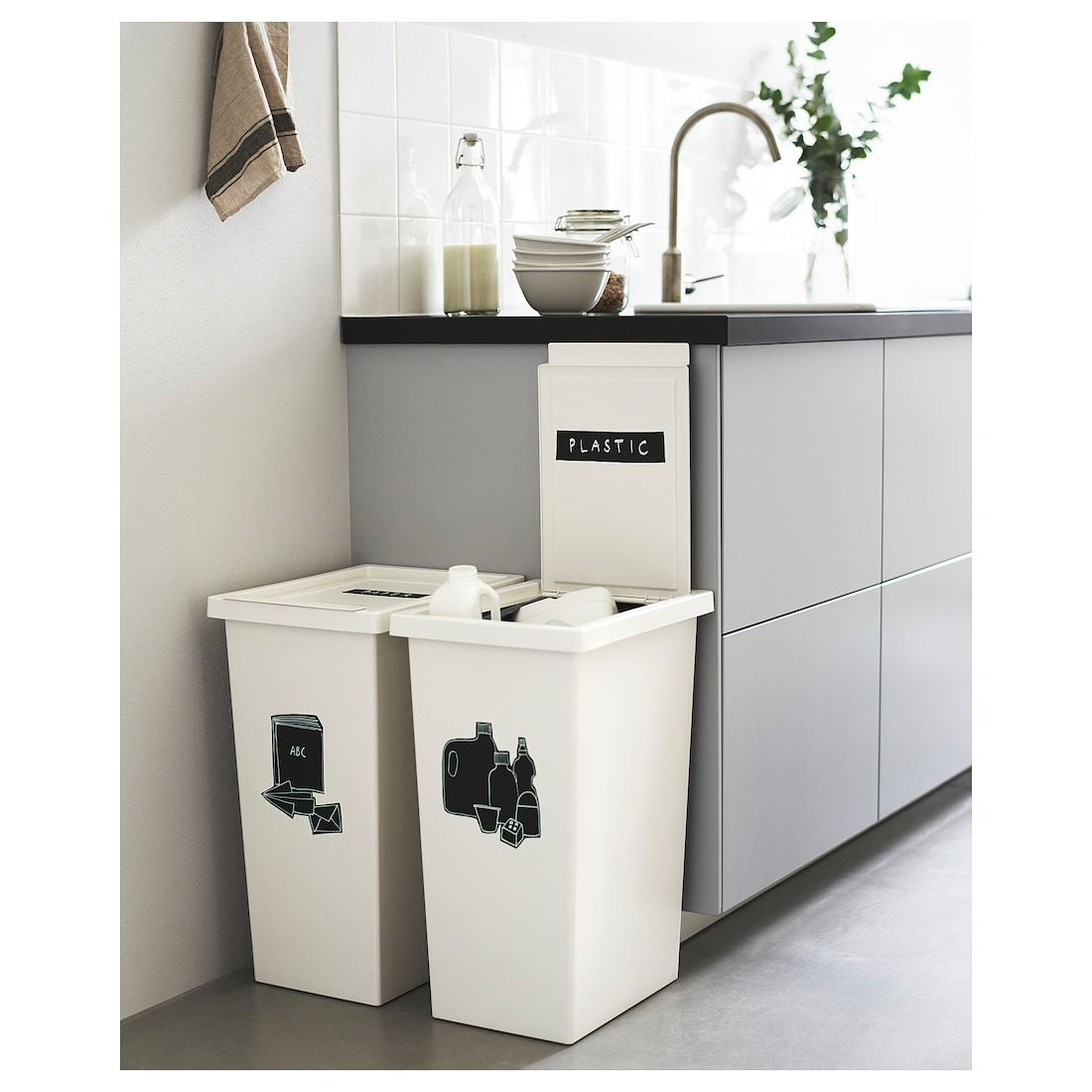 Download Wallpaper White Kitchen Recycling Bin