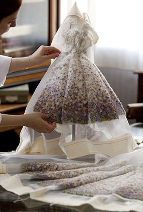 How to make your own miss dior dress dior shows us the for Own the couture
