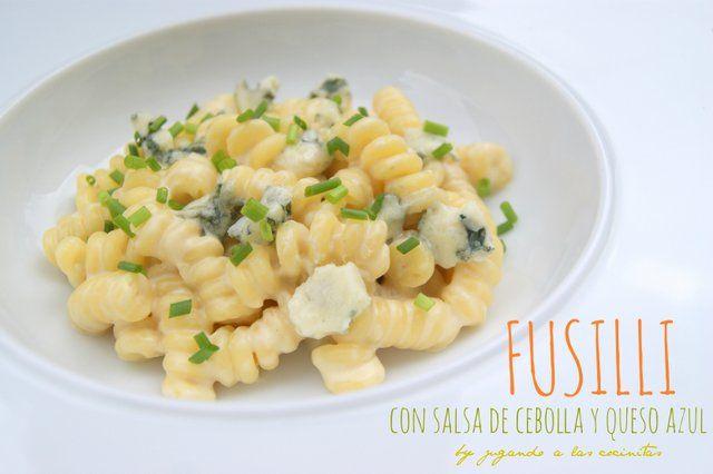 JUGANDO A LAS COCINITAS: Fusilli con salsa de cebolla y queso azul
