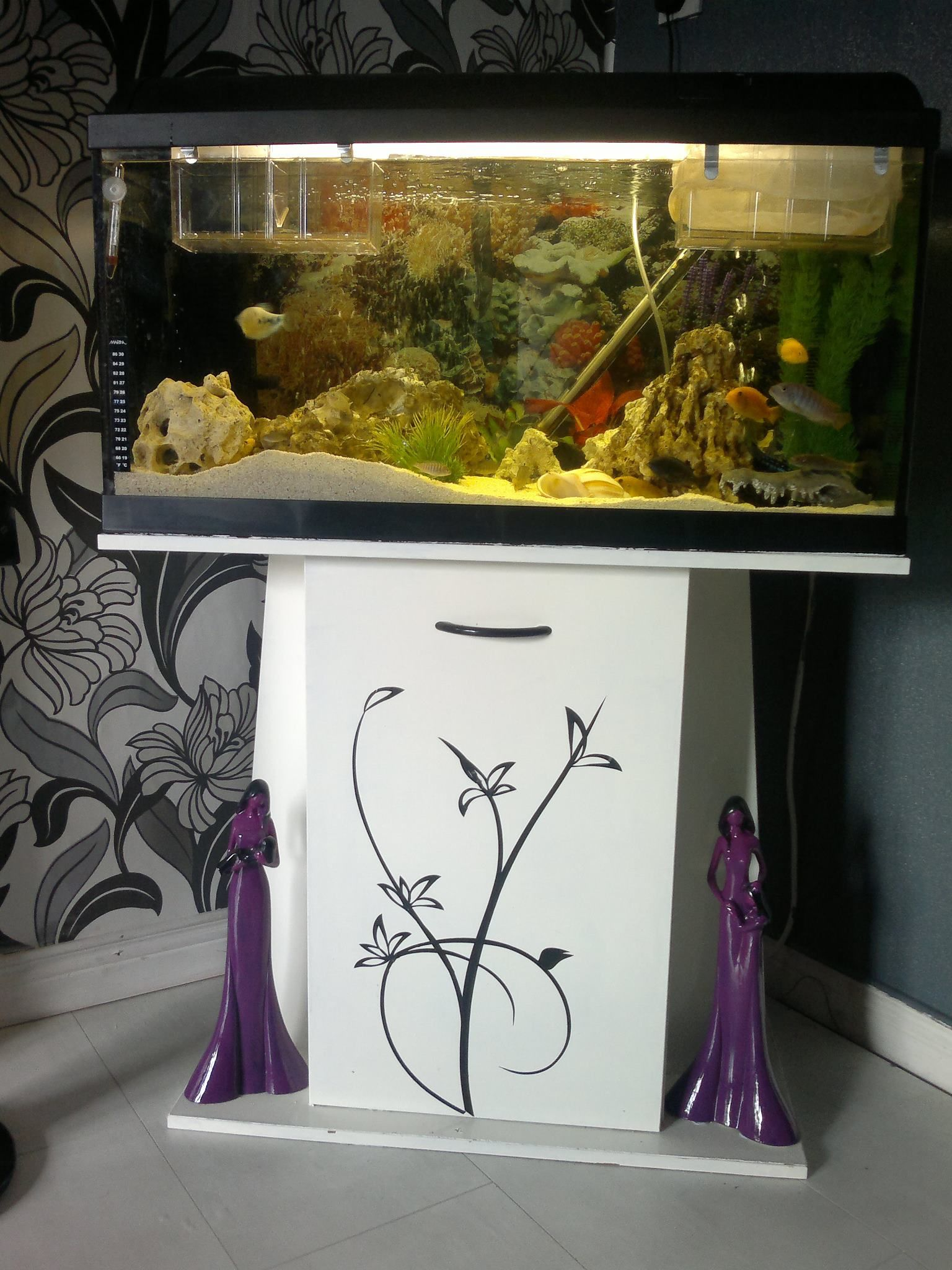 Awesome Aquarium Stand I Would Love To Make Something Like This With Images Aquarium Stand Aquarium Fish Tank