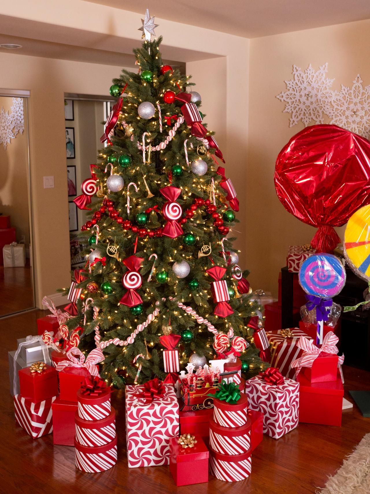 Actress Garcelle Beauvais Candy Cane Christmas Tree #Celebrityholidayhomes